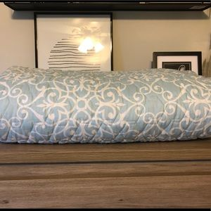 Envogue Bedding - Detailed light blue quilted blanket